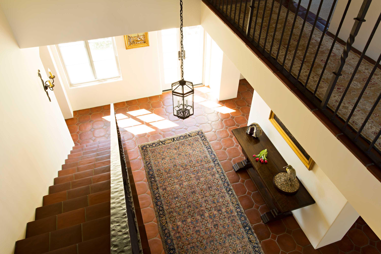 Gordobe_Homes_Coyote-Rd-stairway